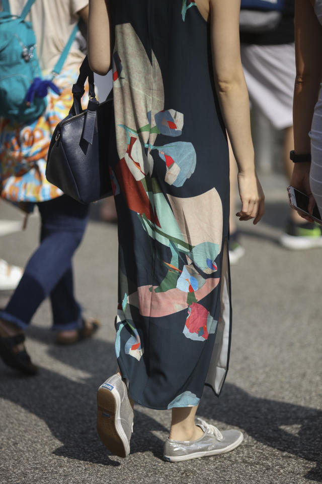 <p>Pick bold prints in soft, pastel colours if you don't want your look to be too loud. (Photo: Don Wong) </p>