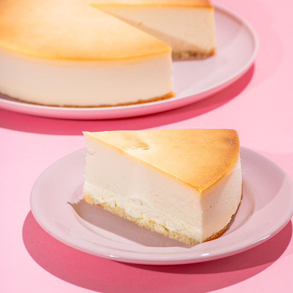 """<p><strong>Junior's Cheesecake</strong></p><p>goldbelly.com</p><p><strong>$59.95</strong></p><p><a href=""""https://go.redirectingat.com?id=74968X1596630&url=https%3A%2F%2Fwww.goldbelly.com%2Fjuniors-cheesecake%2Foriginal-ny-plain-cheesecake&sref=https%3A%2F%2Fwww.delish.com%2Fkitchen-tools%2Fg35153992%2Fbest-cake-delivery-services%2F"""" rel=""""nofollow noopener"""" target=""""_blank"""" data-ylk=""""slk:Shop Now"""" class=""""link rapid-noclick-resp"""">Shop Now</a></p>"""