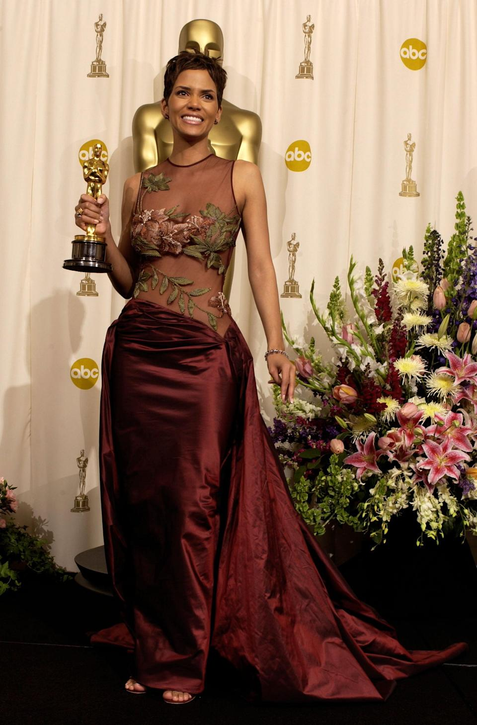 Halle Berry poses with her  Actress in a Leading Role Oscar for