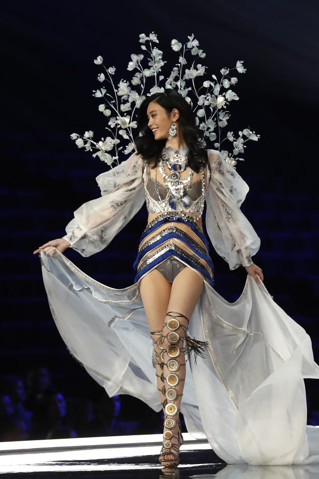 <p>Chinese model Ming Xi presents a creation during the Victoria's Secret fashion show at the Mercedes-Benz Arena in Shanghai, China on Monday, Nov. 20, 2017. (AP Photo/Andy Wong) </p>
