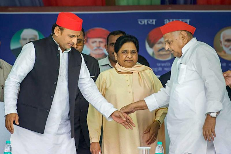 On Akhilesh's Plea, Maya Takes Back Guest House Case Against Mulayam; Details Out After 8 Months