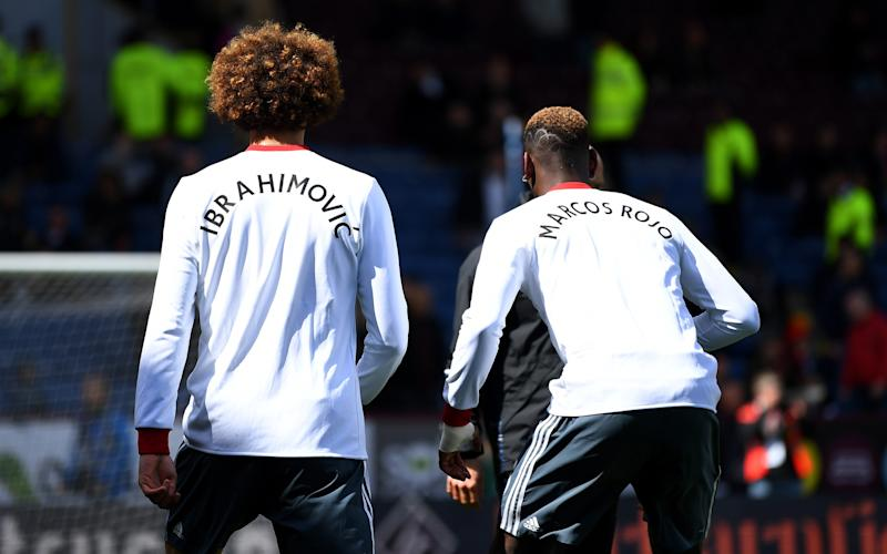 Marouane Fellaini and Paul Pogba wear shirts in tribute to Zlatan Ibrahimovic and Marocs Rojo - 2017 Getty Images
