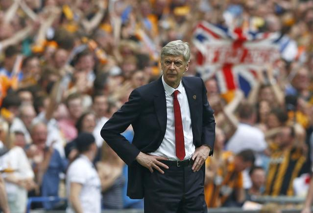 Arsenal Manager Arsene Wenger watches from the touchline during their FA Cup final soccer match against Hull City at Wembley Stadium in London, May 17, 2014. REUTERS/Darren Staples (BRITAIN - Tags: SPORT SOCCER)