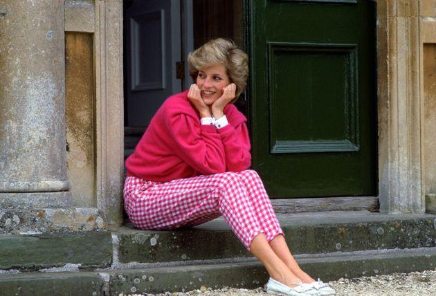 Princess Diana wears pink gingham trousers at home in Highgrove in July 1986. (Photo: Tim Graham via Getty Images)