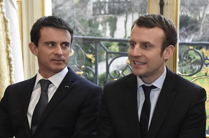 French Prime Minister Manuel Valls (L) and Economy Minister Emmanuel Macron attend a meeting with the president of the French Confederation of Management – General Confederation of Executives union (CFE-CGC), in Paris, on March 8, 2016 (AFP Photo/Dominique Faget)