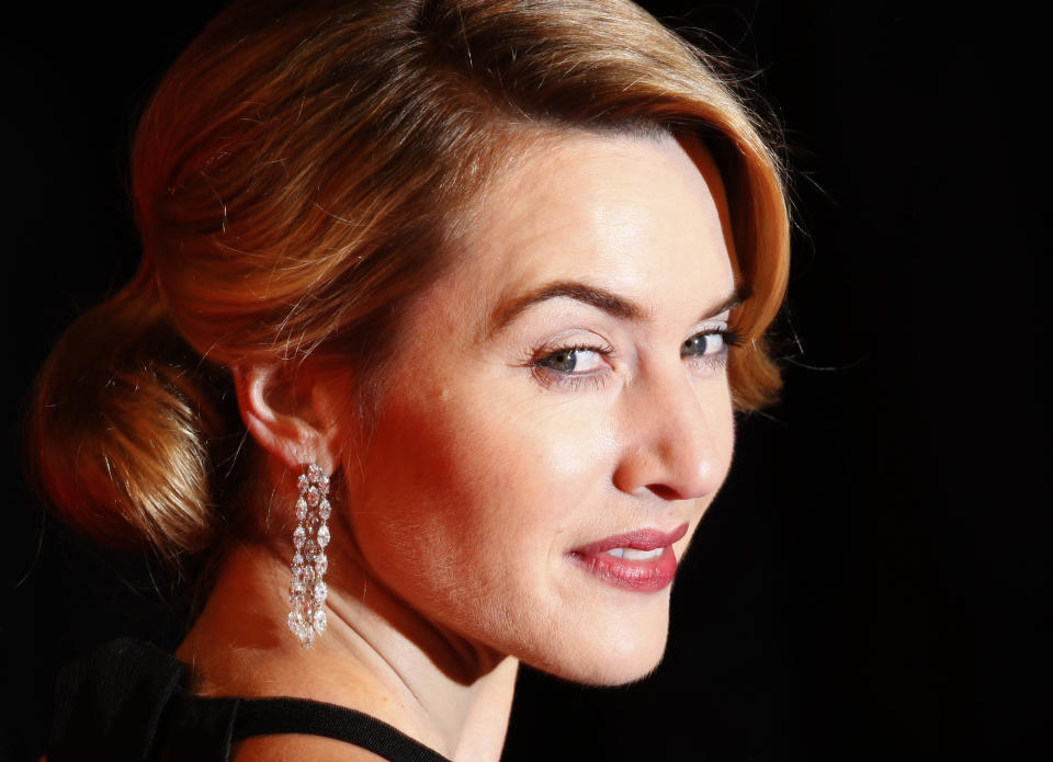 British actress Kate Winslet arrives for the 2009 BAFTA (British Academy of Film and Television Arts) awards ceremony at the Royal Opera House, in London February 8, 2009. REUTERS/Stephen Hird     (BRITAIN)