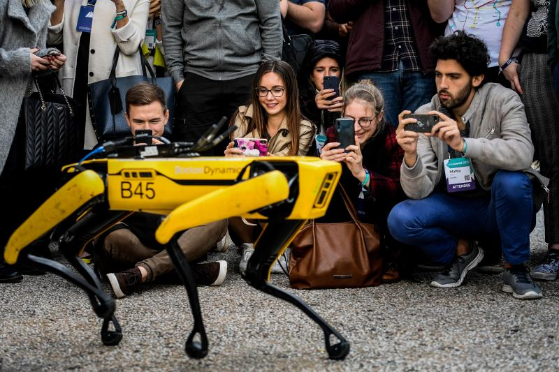 Robô Spot, da Boston Dynamics, é visto durante demonstração em Lisboa, Portugal. (Foto: PATRICIA DE MELO MOREIRA / AFP) (Photo by PATRICIA DE MELO MOREIRA/AFP /AFP via Getty Images)