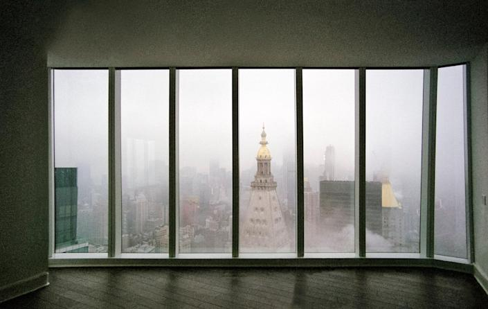 A foggy northern view of the Met Life Towerfrom one of the upper floor living rooms at KohnPedersen Fox Associates' Madison Square ParkTower.