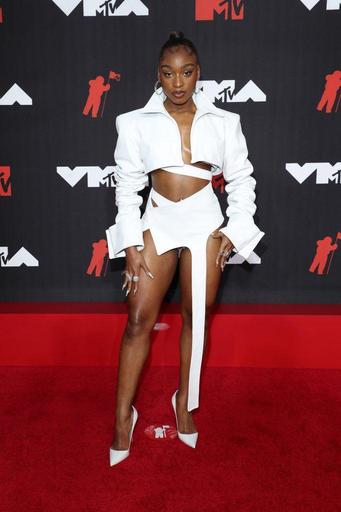 <p>The singer wore a white two-piece by Patrycja Pagas. </p>