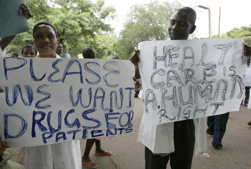 <strong>Zimbabwean doctors and nurses hold placards during a demonstration over the deteriorating health system, outside Parirenyatwa group of hospitals in Harare November 18, 2008</strong> (Philimon Bulawayo / Reuters)