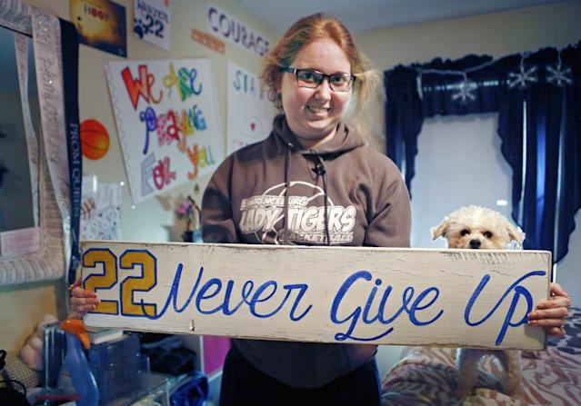 Lauren Hill honored with Pat Summitt award by USBWA