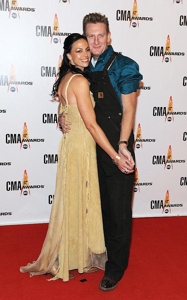 "Joey and Rory Feek  Grade: F  The husband-and-wife duo danced their way down the arrivals line. While Joey sported a suede fringed frock, Rory dared to wear overalls to an awards show. Frederick Breedon/<a href=""http://www.gettyimages.com/"" target=""new"">GettyImages.com</a> - November 11, 2009"