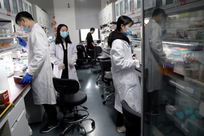 Researchers work at the Institute for Stem Cell and Regeneration of CAS in Beijing