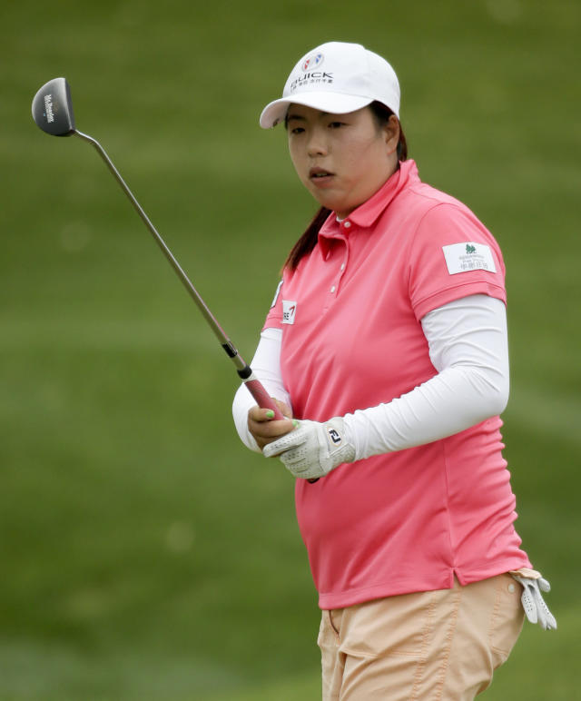 Shanshan Feng, of China, misses a birdie putt on the 17th hole during the second round of the Kraft Nabisco Championship golf tournament Friday, April 4, 2014, in Rancho Mirage, Calif. (AP Photo/Chris Carlson)