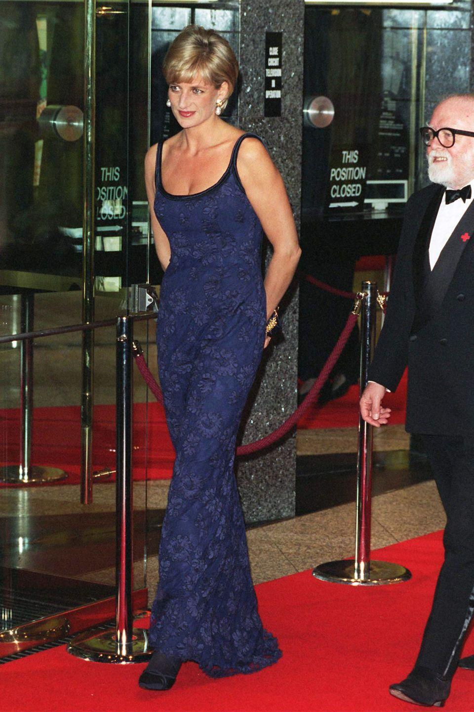 <p>In a lace blue Catherine Walker dress at the premiere of <em>In Love and War </em>in London. </p>