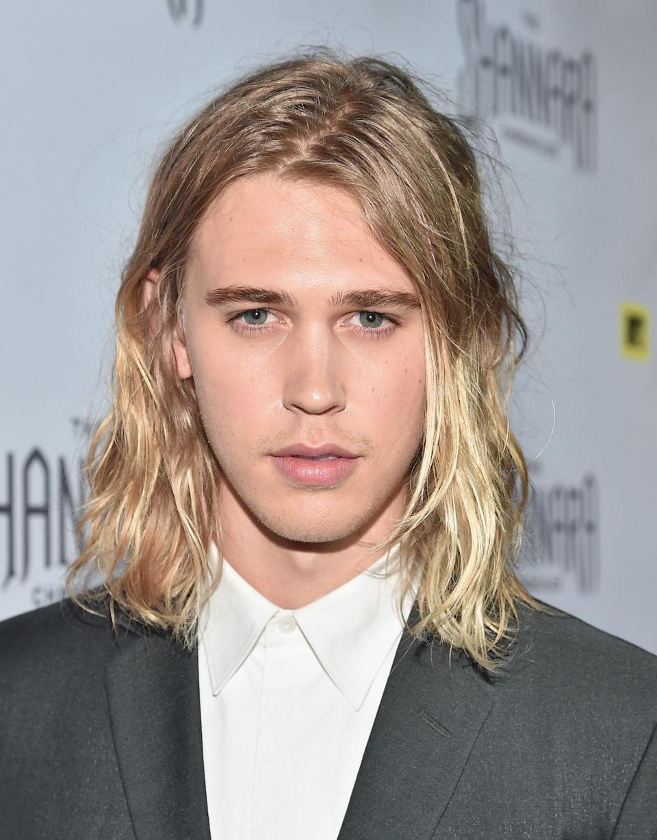 <p>Fans are still adjusting to Austin Butler's recently-debuted short and dark hairstyle for his upcoming role as Elvis Presley. Especially after getting used to this long, blonde look he first wore in 2015.</p>