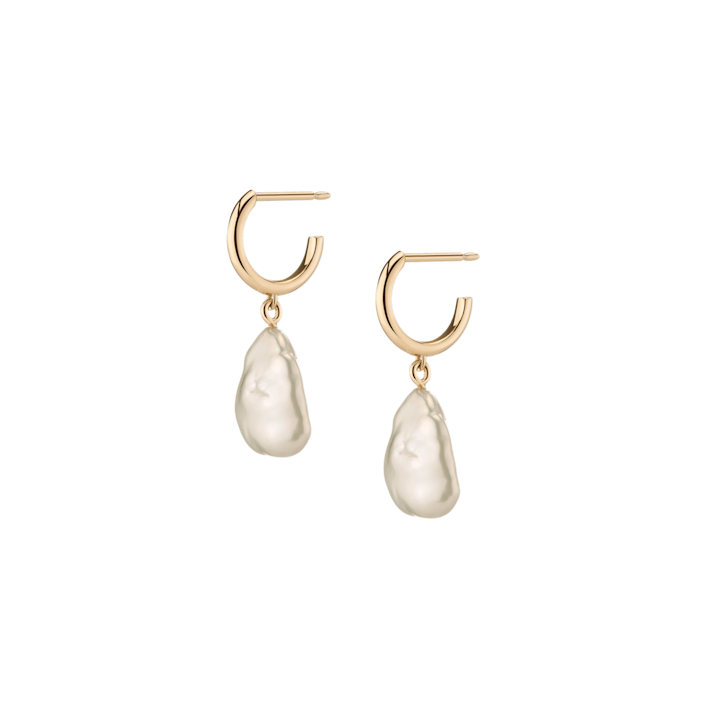 "<p>""I always keep Aurate's <span>Organic Pearl Drop Huggie Earrings</span> ($180) close by to instantly elevate any laid-back look. (Translation: when I have to jump on an unexpected video call.)"" - Claire Stern, contributing editor</p>"