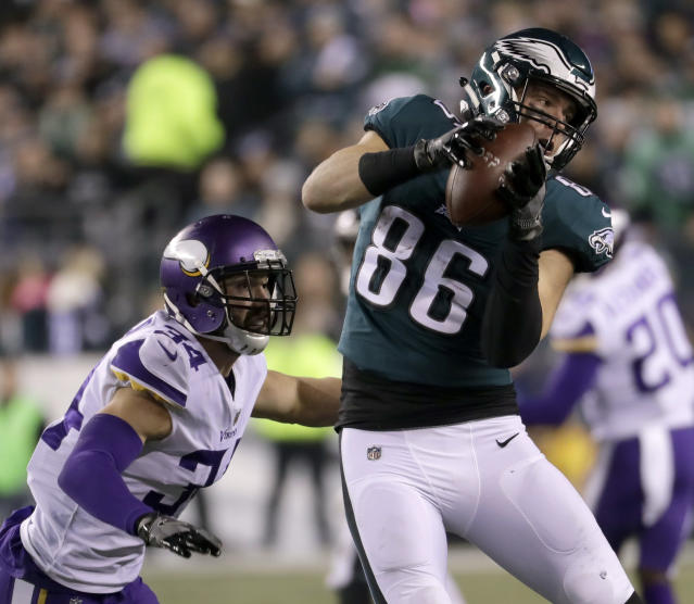 Zach Ertz catches a pass in front of Minnesota Vikings' Andrew Sendejo during the first NFC championship game. (AP)