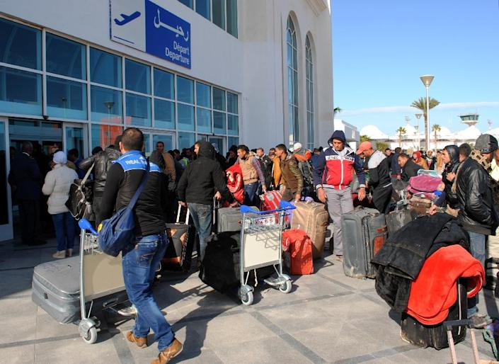 Egyptians residing in Libya, wait for their departure from Djerba airport on the Tunisian-Libyan border, for a flight evacuating them to Cairo, on February 23, 2015 (AFP Photo/Fethi Nasri)
