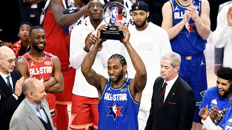 Kawhi Leonard holding up the trophy after being named the Kobe Bryant MVP.