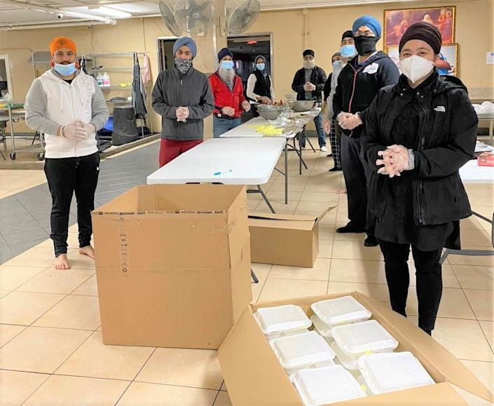United Sikhs volunteers prepared meals at California'sBuena Park Gurdwara to deliver toThe Courtyard Shelter for the homeless in Santa Ana. (Photo: Courtesy of Meetan Kaur/UNITED SIKHS)