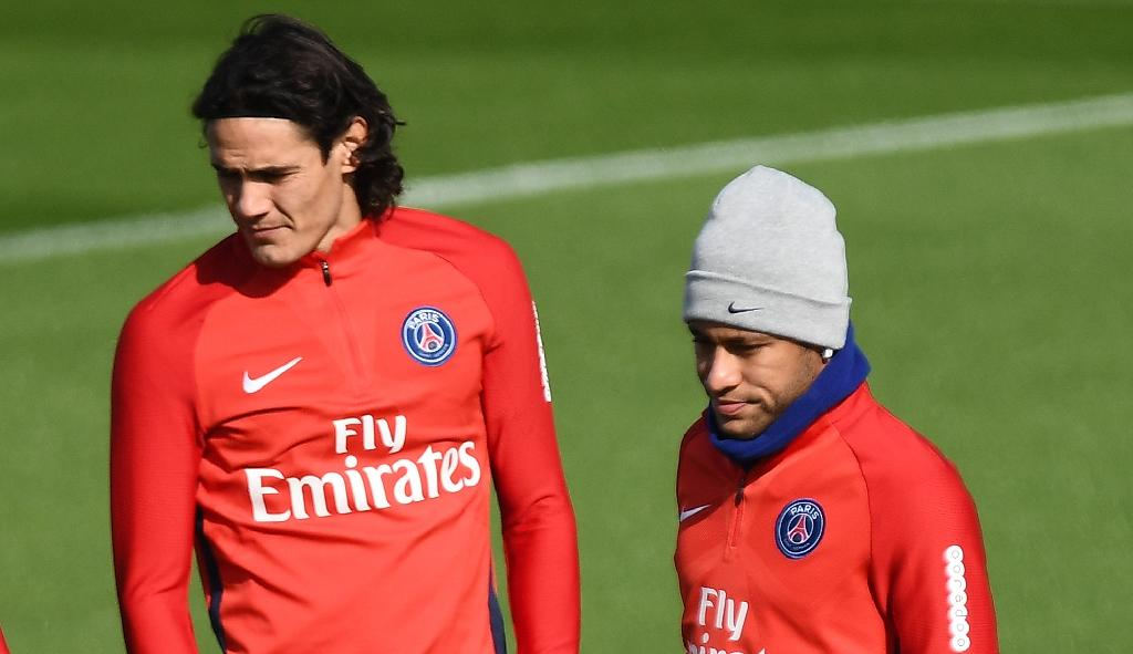 Paris Saint-Germain's Neymar and Edinson Cavani attend a training session in Saint-Germain-en-Laye (AFP Photo/FRANCK FIFE)