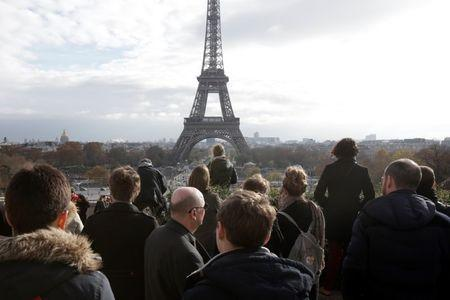 People observe a minute of silence at the Trocadero in front of the Eiffel Tower to pay tribute to the victims of the series of deadly attacks on Friday in Paris, France, November 16, 2015. REUTERS/Philippe Wojazer