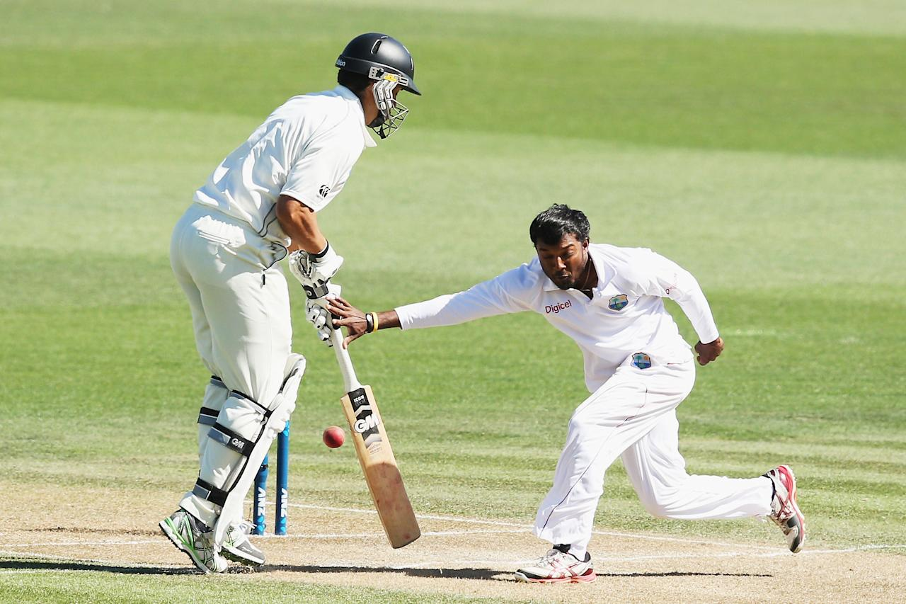 HAMILTON, NEW ZEALAND - DECEMBER 20:  Veerasammy Permaul of the West Indies runs into Ross Taylor of New Zealand during day two of the Third Test match between New Zealand and the West Indies at Seddon Park on December 20, 2013 in Hamilton, New Zealand.  (Photo by Hannah Johnston/Getty Images)