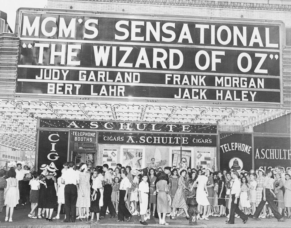 <p>Over 6,000 people lined up outside the theater for the NYC premiere of <em>The Wizard of Oz </em>on August 17, 1939.</p>
