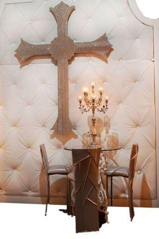 Crystal crosses from Kim Kardashian's wedding to Kris Humphries are up for auction. (Photo: Courtesy of Premiere Props)