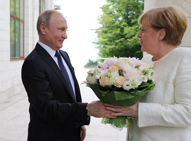 Russian President Vladimir Putin welcomes German Chancellor Angela Merkel during their meeting in the Black Sea resort of Sochi, Russia May 18, 2018. Sputnik/Mikhail Klimentyev/Kremlin via REUTERS ATTENTION EDITORS - THIS IMAGE WAS PROVIDED BY A THIRD PARTY. TPX IMAGES OF THE DAY
