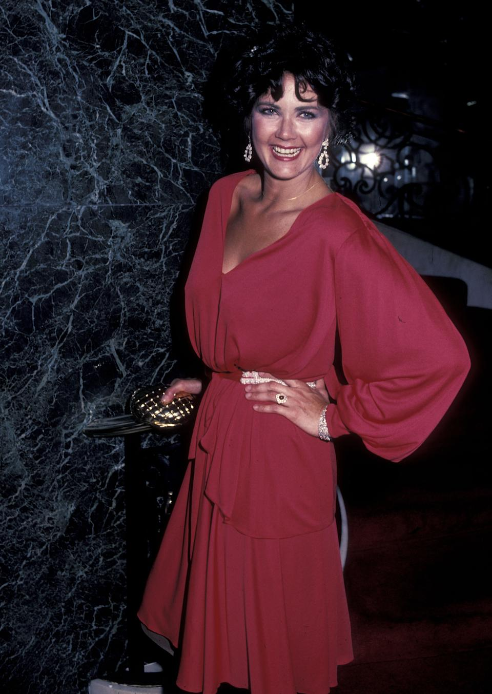 Lynda Carter en la gala que fue reconocida como la Hispanic Woman of the Year en 1983. (Photo by Ron Galella, Ltd./Ron Galella Collection via Getty Images)
