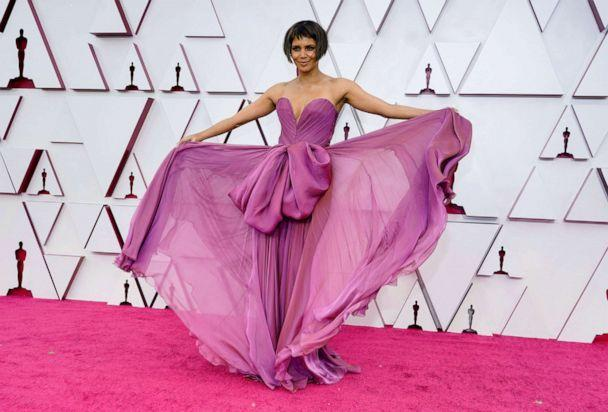 PHOTO: Halle Berry arrives to the Oscars red carpet for the 93rd Academy Awards in Los Angeles, April 25, 2021.  (Chris Pizzello/Pool via Reuters)
