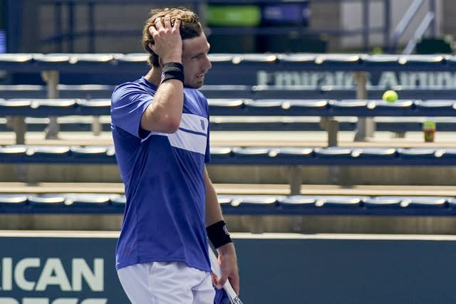 Cameron Norrie looks dejected after losing to Alejandro Davidovich Fokina