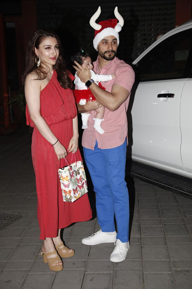 <p>Soha Ali Khan, along with her daughter, was spotted at Aprita Khan's Christmas bash at her residence. </p>