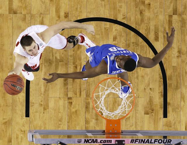 Wisconsin guard Josh Gasser, left, drives to the basket past Kentucky forward Alex Poythress during the first half of an NCAA Final Four tournament college basketball semifinal game Saturday, April 5, 2014, in Arlington, Texas. (AP Photo/David J. Phillip)