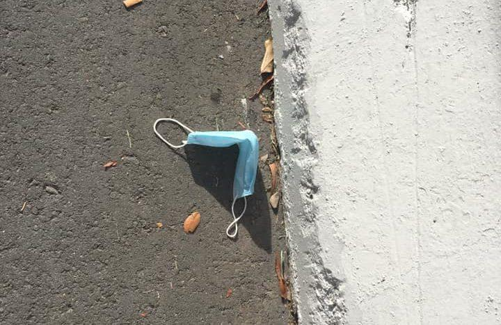 Face mask discarded by the road. Photo: LiLynn Wan/Facebook