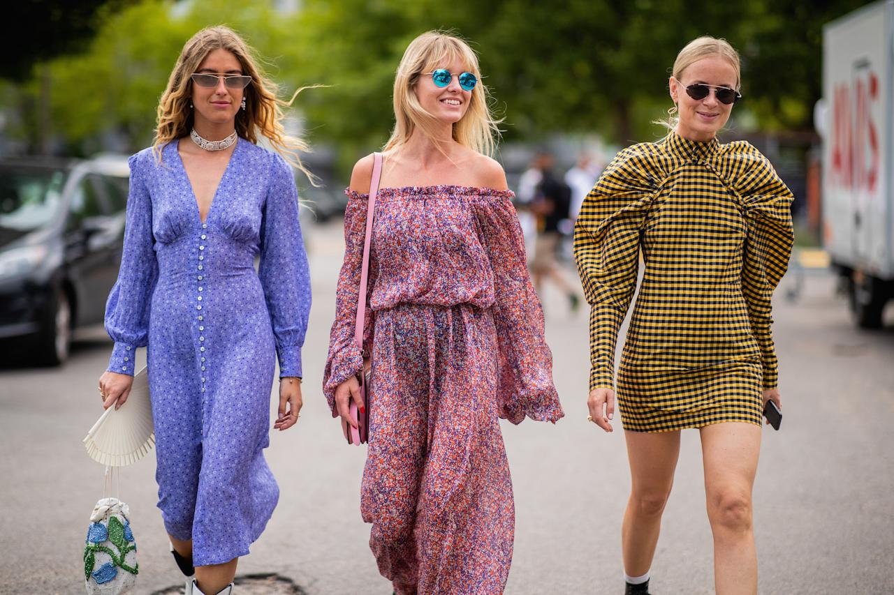 <p>Die Stylistin Emili Sindlev, Fashionredakteurin Jeanette Madsen und Stylistin Thora Valdimars präsentieren drei individuelle Sommerlooks zur Fashion Week in Kopenhagen. (Bild: Christian Vierig/Getty Images) </p>