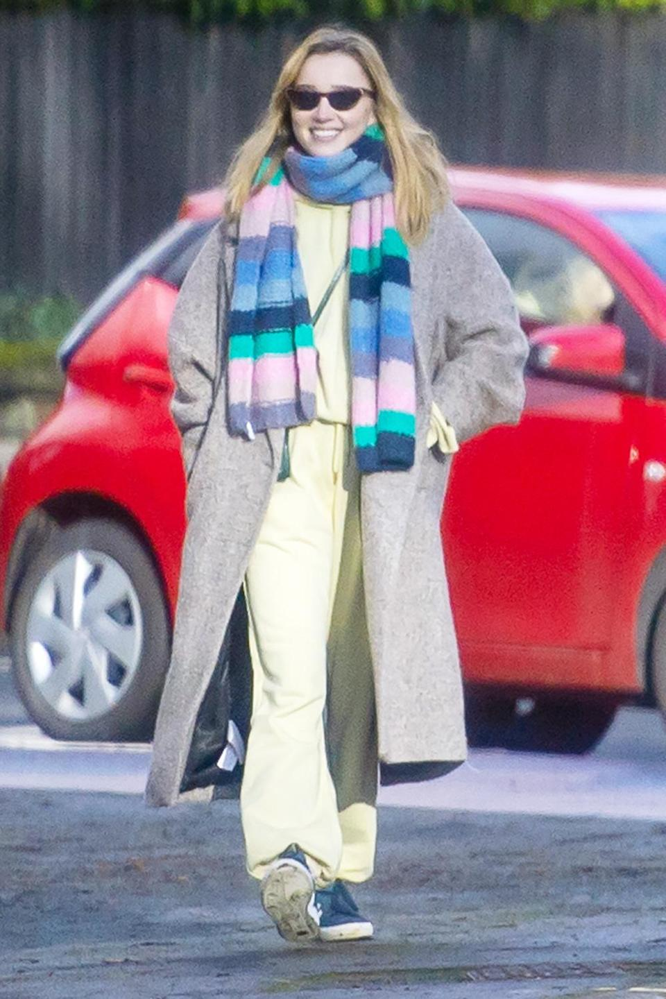 <p><em>Bridgerton</em> star Phoebe Dynevor steps out on a sunny day in Manchester with her mom and sister.</p>