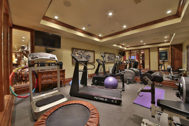 "<p>There are several purpose-built rooms, including this spacious exercise room, as well as a sun room and a wine cellar.<br> (Listing via <a href=""http://markdevernden.com/kettle-lake/"" rel=""nofollow noopener"" target=""_blank"" data-ylk=""slk:Engel & Volkers"" class=""link rapid-noclick-resp"">Engel & Volkers</a>) </p>"