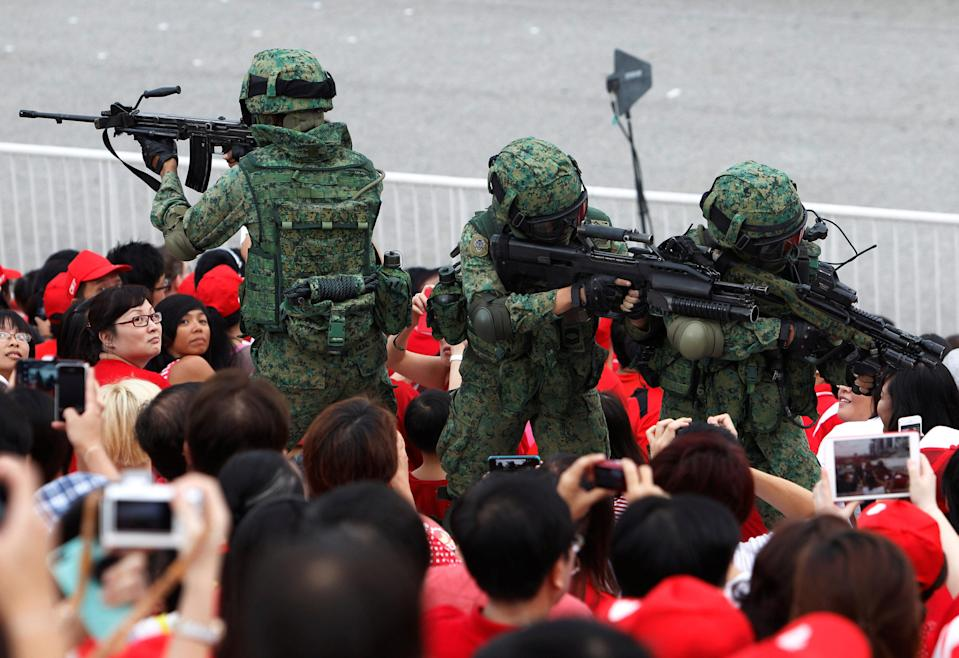Singapore Armed Forces personnel perform a drill during National Day celebrations on 9 August, 2013. (Reuters file photo)