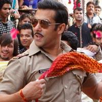 Salman Khan Makes 'Dabangg 2' Team Dance To His Tunes?Literally!