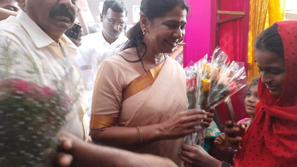DMK's Kanimozhi met with several women from the Muslim community.