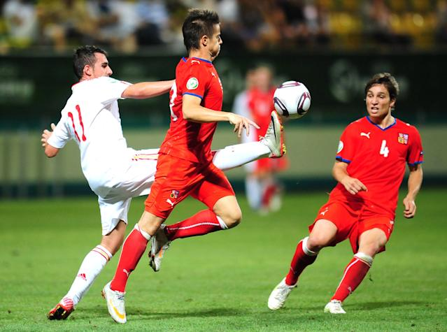 Paco Alcacer (L) of Spain vies against Martin Hala (C) of Czech Republic during football final tournament of UEFA European Under-19 Championship 2010/2011 in Chiajna village next to Bucharest August 1, 2011. Spain won 3-2 and became European U19 Champion. AFP PHOTO/DANIEL MIHAILESCU (Photo credit should read DANIEL MIHAILESCU/AFP/Getty Images)