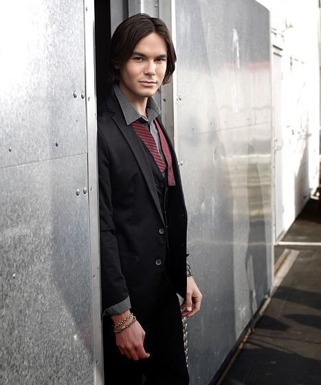 Tyler Blackburn Starring in Pretty Little Liars Spinoff Ravenswood