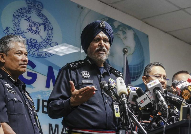 Federal Commercial Crime Investigation Department chief Datuk Seri Amar Singh speaks during a press conference in Kuala Lumpur May 25, 2018. — Picture by Firdaus Latif