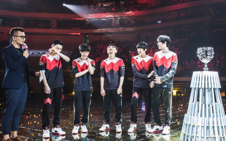 Team WE after their first LPL victory (刘一村)