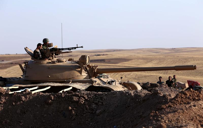 Iraqi Kurdish Peshmerga fighters take position on the front line in Khazer, near the Kurdish checkpoint of Aski kalak, 40 km West of Arbil, the capital of the autonomous Kurdish region of northern Iraq, on August 14, 2014