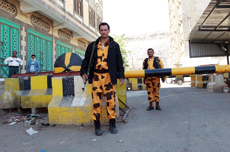 Yemeni soldiers stand guard at the entrance to United Nations buildings in Sanaa on February 22, 2015 (AFP Photo/Mohammed Huwais)
