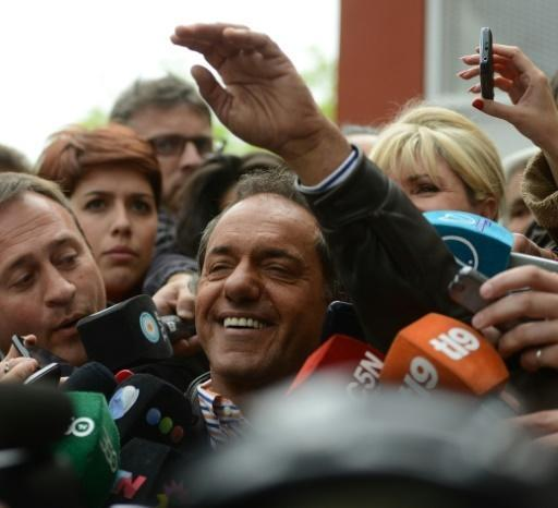 Scioli leads Argentina vote but may face runoff